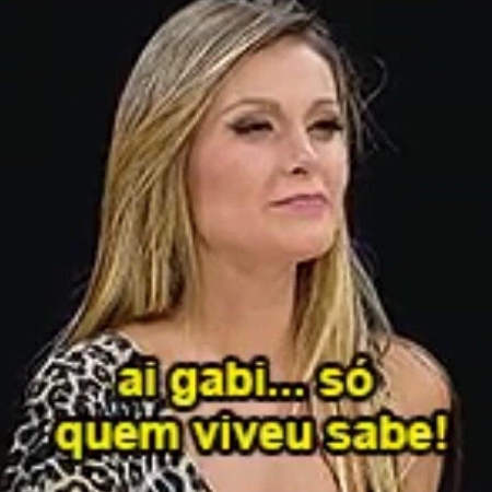 """Andressa Urach, uma mulher loira, com a legenda """"Ai Gabi, só quem viveu sabe"""""""
